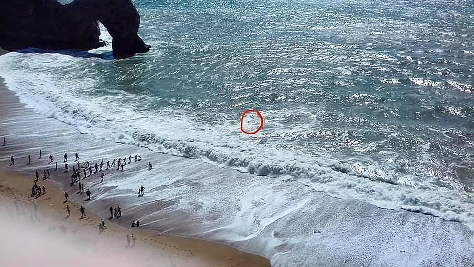 बेलायतको समुद्रमा फसेका नेपालीको यसरी गरियो फिल्मी शैलीमा उद्धार (भिडियोसहित)