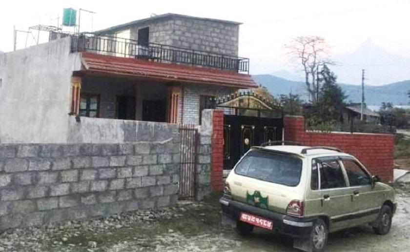 पोखरामा घरमै पार्किङ गरि राखेको कार चोरी