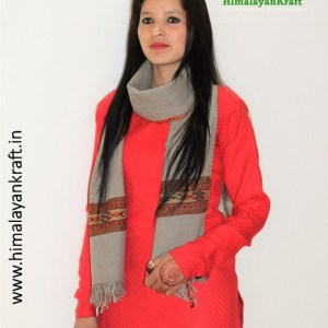 Ladies Pure Wool Kullu Handloom Stole with Traditional Weaving Design