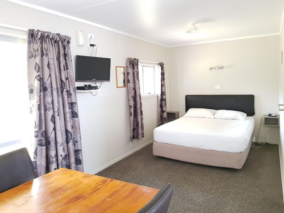 Untitled design 5 - Budget Rooms - Himatangi Beach Holiday Park