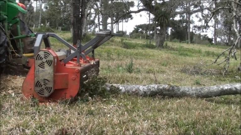 Triturador Florestal Himev Ecotritus HP 270 triturando tocos