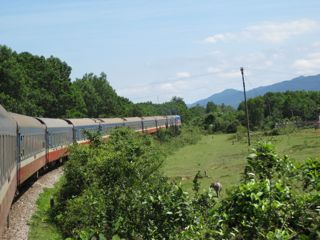 asia-train-to-hue-2011-36.jpg