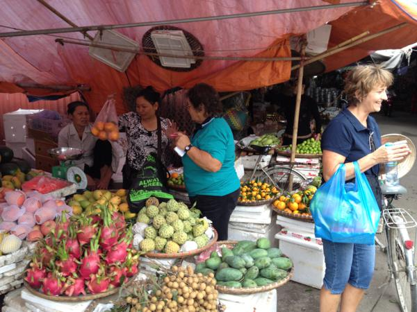 Shopping for morning teas in Phu Ly markets.