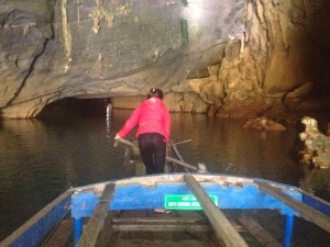 Rowing the boat into Phong Nhu Cave