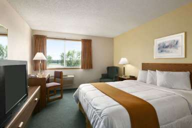 Days Inn Hinckley MN bedroom photo