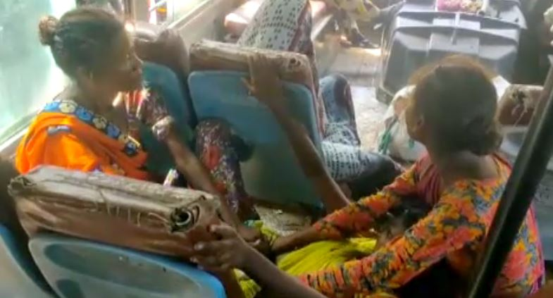 Girl born in Roadways bus Parents named her Mahoba Depot   रोडवेज बस में हुआ बच्ची का जन्म, तो रख दिया नाम 'महोबा डिपो'