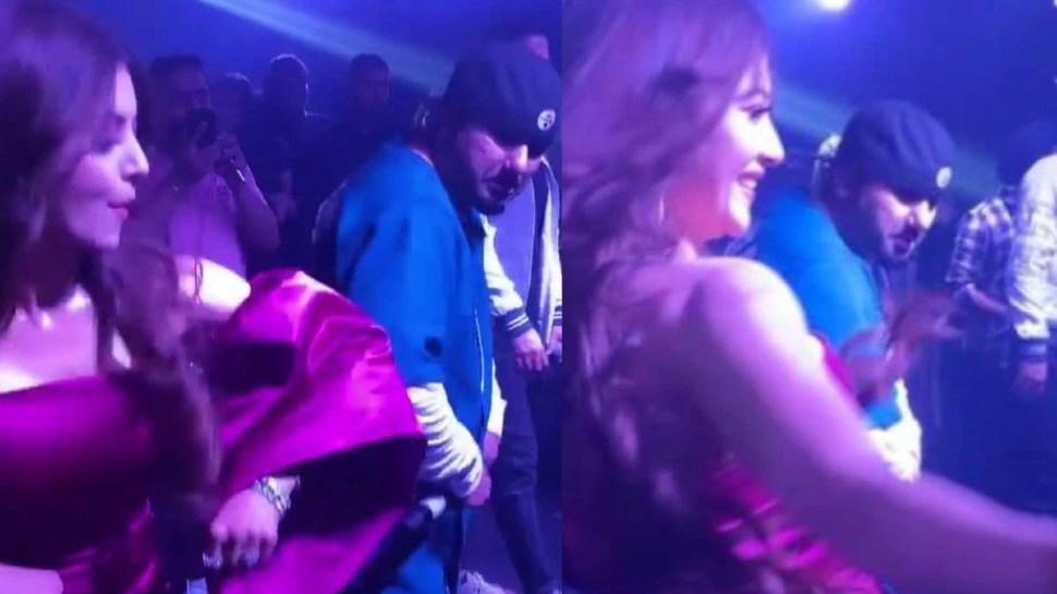 Urvashi Rautela ने उतारकर फेंकी जैकेट, Yo Yo Honey Singh ने पूछा- मैं क्या फेंकूं?