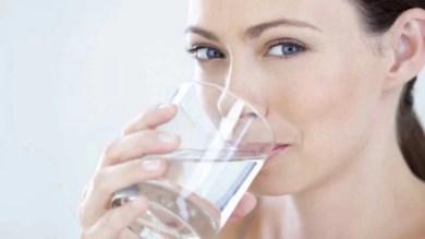 Weight Loss: कैसे पानी पीकर घटा सकते हैं वजन और क्या हैं इसके फायदे-नुकसान, जानें