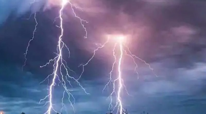 West Bengal: Lightning broke in 3 districts after heavy rain, 9 killed