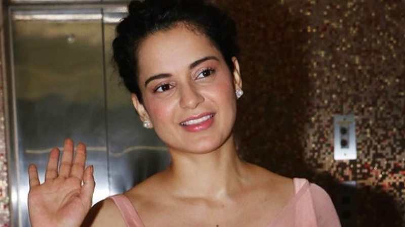 Kangana Ranaut was seen roaming without a mask, angry people said - why are they not challaned