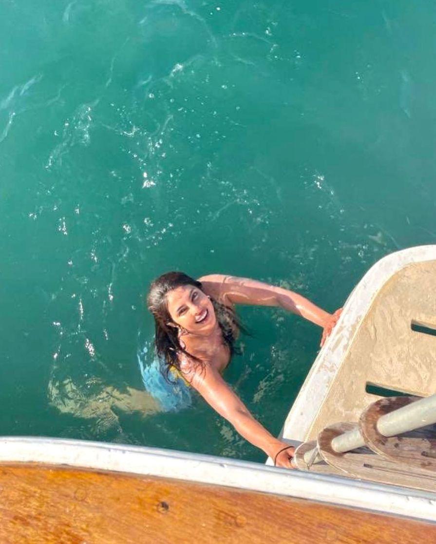 Priyanka Chopra masti in water
