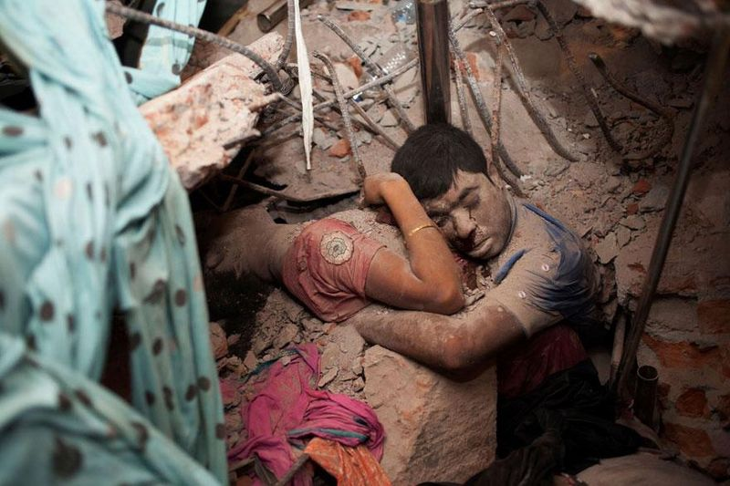 the-final-embrace-of-a-couple-that-died-after-a-factory-collapsed-in-bangladesh