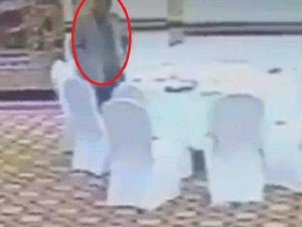 कुवैत के अधिकारी का पर्स चुराते हुए सीसीटीवी में कैद हुआ पाकिस्तानी अधिकारी, देखे वीडियो-