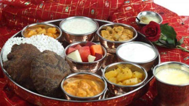 नवरात्री के नौ दिनों में माँ दुर्गा को लगाए नौ अलग-अलग चीजों का भोग