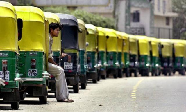 दिल्ली में कल ऑटो और टेक्सी हड़ताल पर, पेट्रोल पंप भी रहेंगे बंद