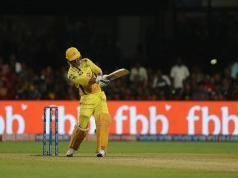 धोनी ने लगाया IPL के इस सीजन का सबसे लंबा छक्का, देखे वीडियो-