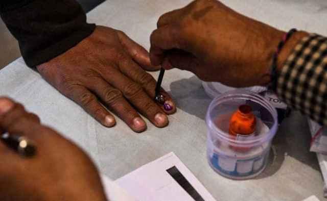 यूपी में BSP की जगह BJP को गलती से वोट देने पर एक शख्स ने काटी अपनी उंगली
