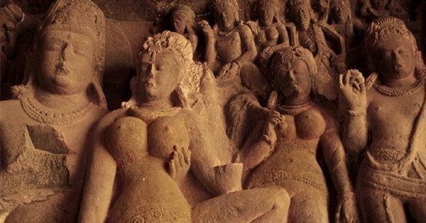प्राचीन भारत की स्त्रियाँ जो पर्दे में नहीं टॉपलेस रहती थीं