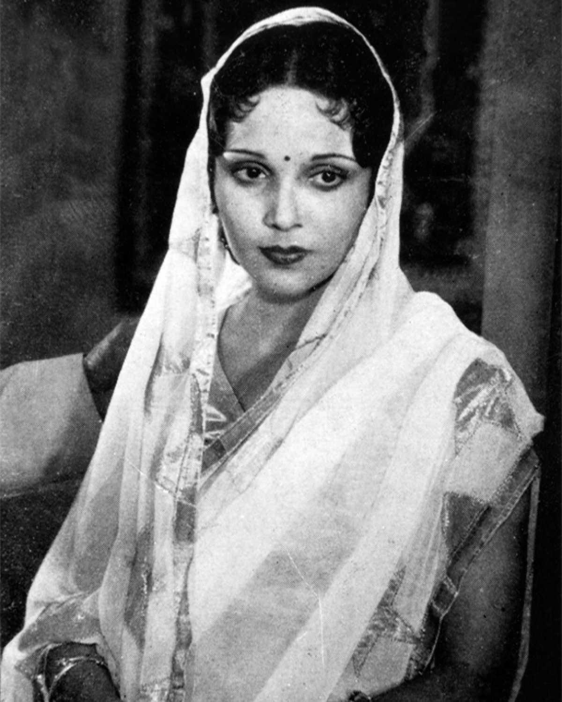 देविका रानी : सामाजिक मापदंड को नकारती भारतीय सिनेमा की एक बेबाक़ नायिका