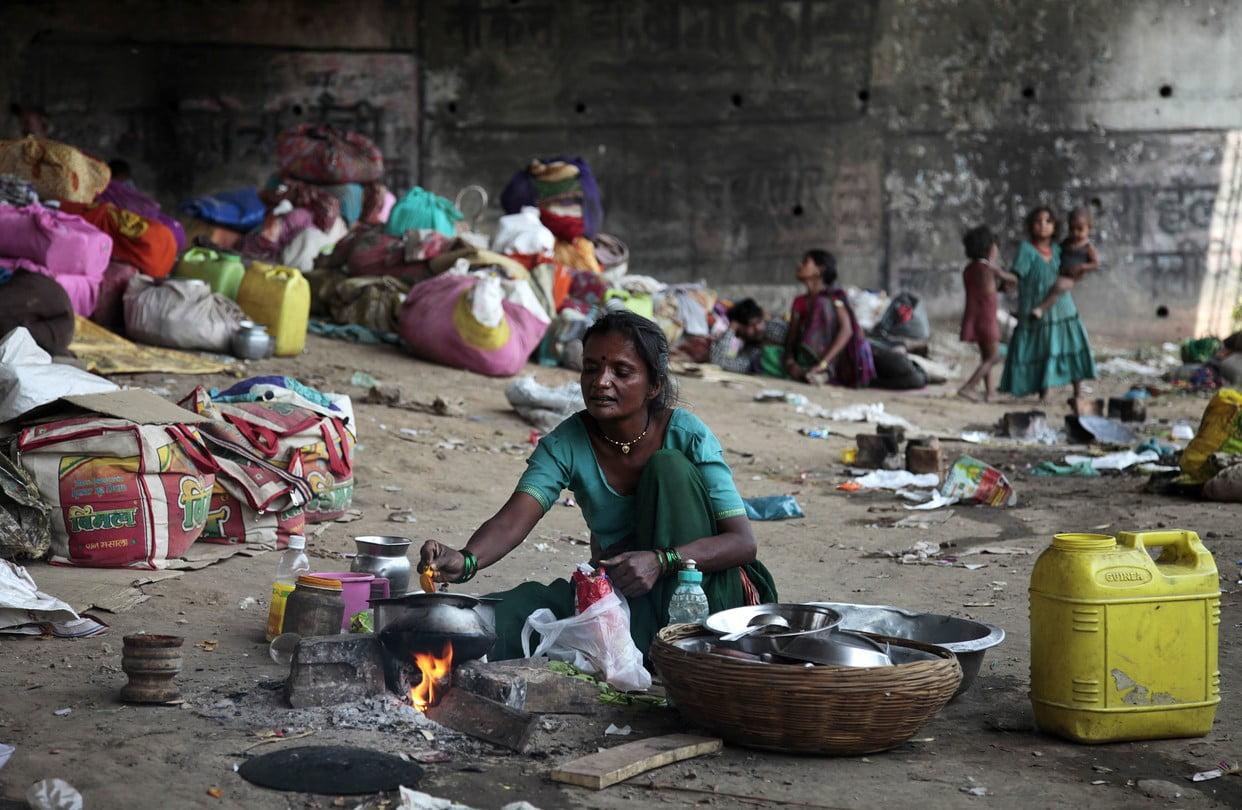 कोविड-19 के कारण 4.7 करोड़ महिलाएं अत्यधिक गरीबी की ओर: रिपोर्ट