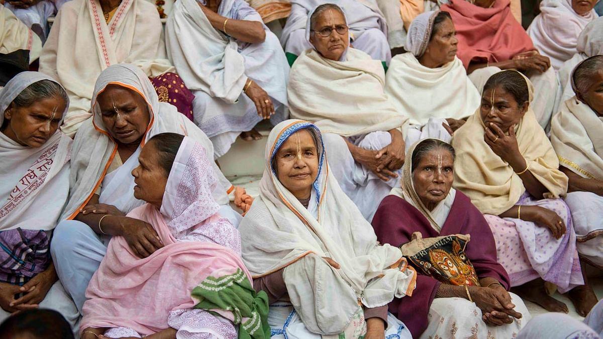 तलाकशुदा और विधवा महिलाओं के जीवन को नियंत्रित करता परिवार और समाज