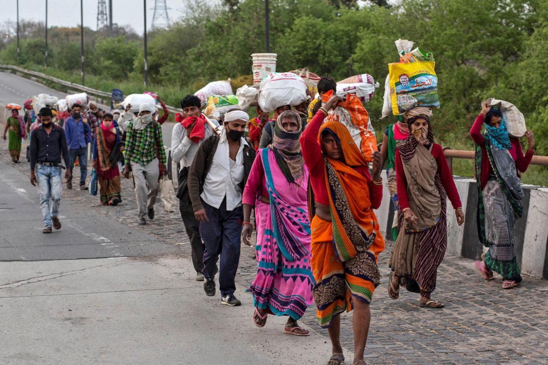 कोविड-19: शहरों में पसरे मातम के बीच गांवों के हालात की चर्चा भी नहीं