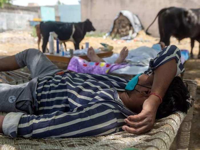 ग्रामीण क्षेत्रों में बढ़ते कोरोना संक्रमण के बीच ज़ारी जाति और वर्ग का संघर्ष  नारीवादी चश्मा