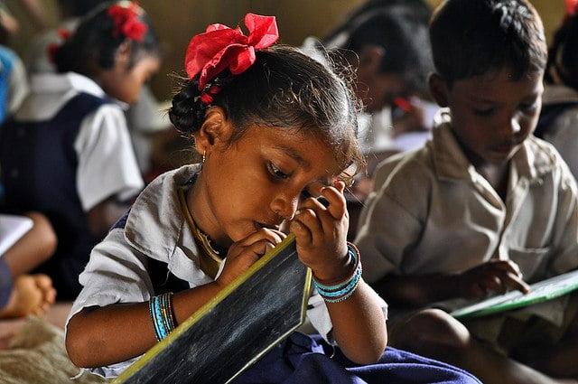 कोविड-19: वंचित वर्ग के लिए शिक्षा का अधिकार कैसे शिक्षा के विशेषाधिकार में बदल गया