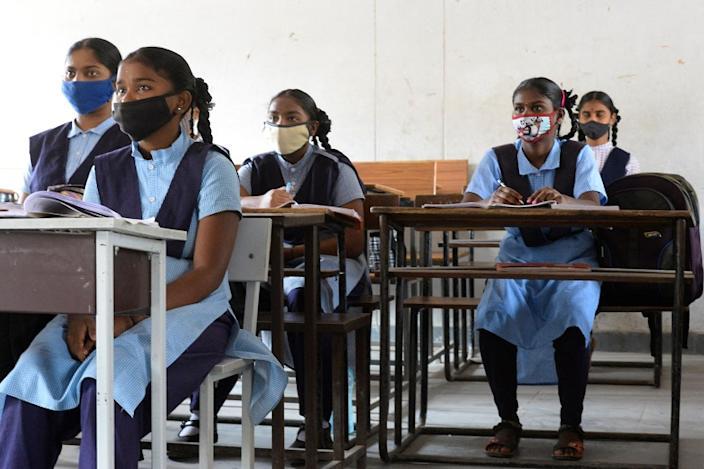 कोविड-19 महामारी के दौरान भारत में लड़कियों की शिक्षा दांव पर