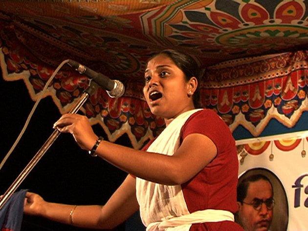 शीतल साठे: जाति-विरोधी आंदोलन को अपनी आवाज़ के ज़रिये सशक्त करती लोकगायिका