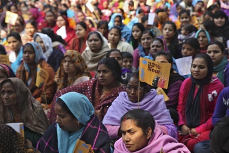 पितृसत्तात्मक समाज से सवाल करती है राजनीति में महिलाओं की भागीदारी