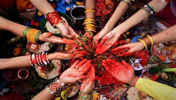 हरतालिका तीज़ : अच्छे पति की आस और महिलाओं के बीच फाँक