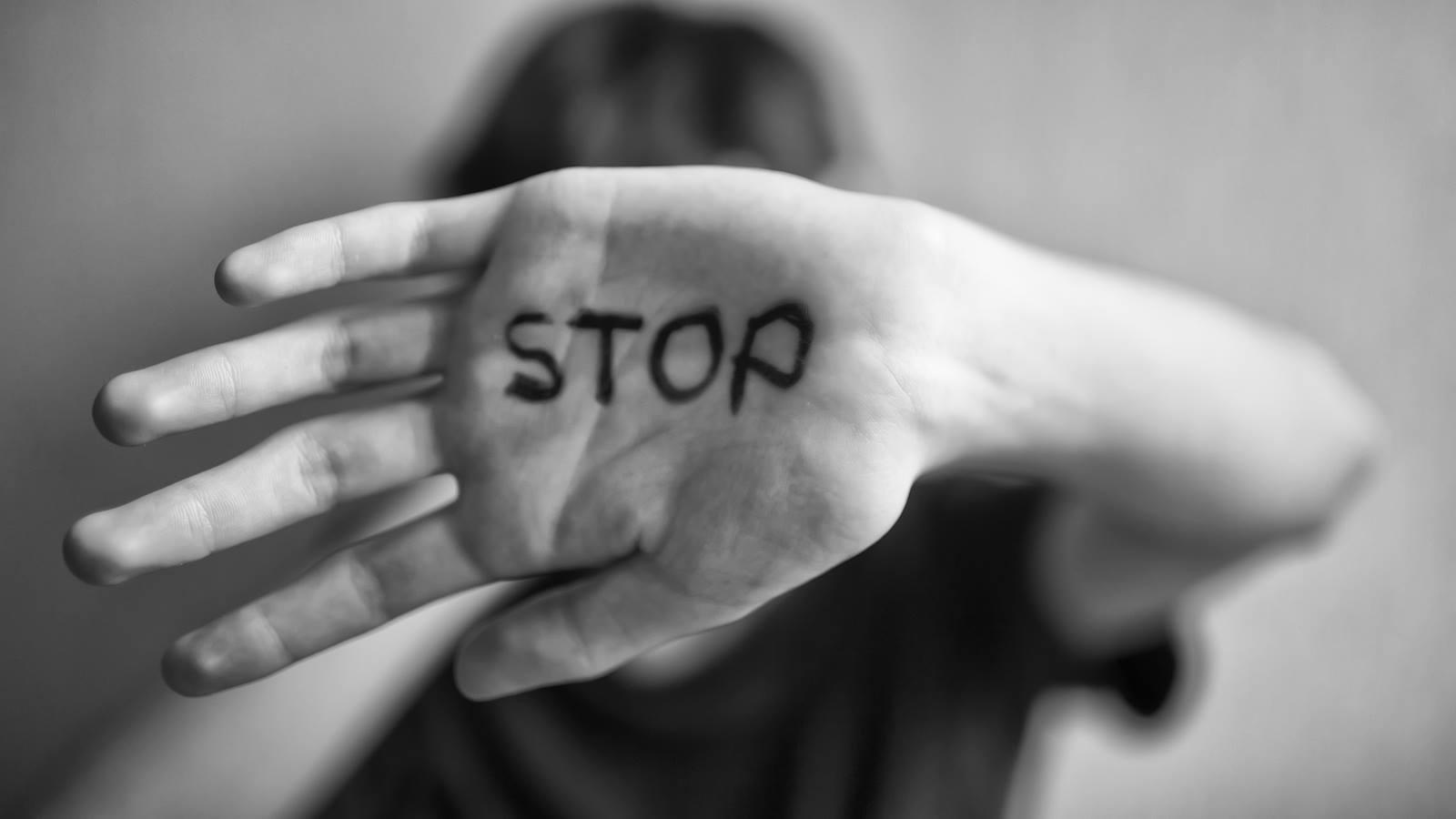इंटिमेट पार्टनर वायलेंस: पति या पार्टनर द्वारा की गई हिंसा को समझिए