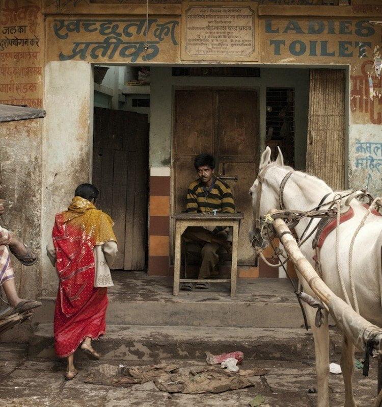 पब्लिक स्पेस में वॉशरूम के लिए महिलाओं का संघर्ष