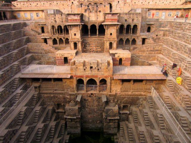 Biggest stepwell of the world in Abhaneri, Rajasthan! आभानेरी: राजस्थान में  स्थित विश्व की सबसे बड़ी बावड़ी का गाँव! - Hindi Nativeplanet