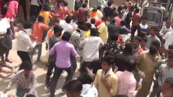 योगी सरकार बांट रही है FREE राशन और 1000 रू…..फोन पर मैसेज आते ही लॉक डाउन तोड़ घरों से भागे लोग