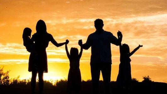विश्व परिवार दिवस: तनाव मुक्त जीवन के लिए परिवार बेहद जरूरी   World Family Day: Family is essential for a stress-free life - Hindi Oneindia