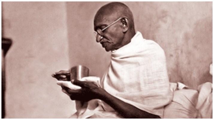 Gandhi Jayanti: मोहनदास करमचंद गांधी को 'महात्मा' की उपाधि किसने दी, कोर्ट  भी सुना चुका है अपना फैसला   Who gave the title of Mahatma to Mohandas  Karamchand Gandhi, all you need