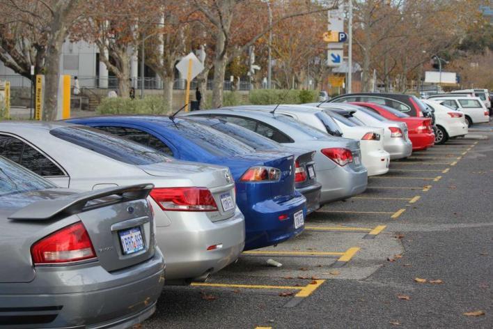 कार पार्किंग