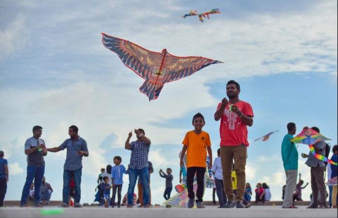 बच्चों का पतंगबाज़ी का खेल, लूटपाट, तोड़फोड़ और दो समुदायों के बीच टकराव का कारण बना