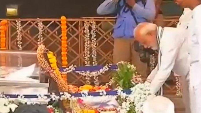 मनोहर पर्रिकर- प्रधानमंत्री मोदी