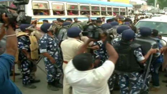 भाजपा कार्यकर्ताओं के शव को सुरक्षाबल ने रोका