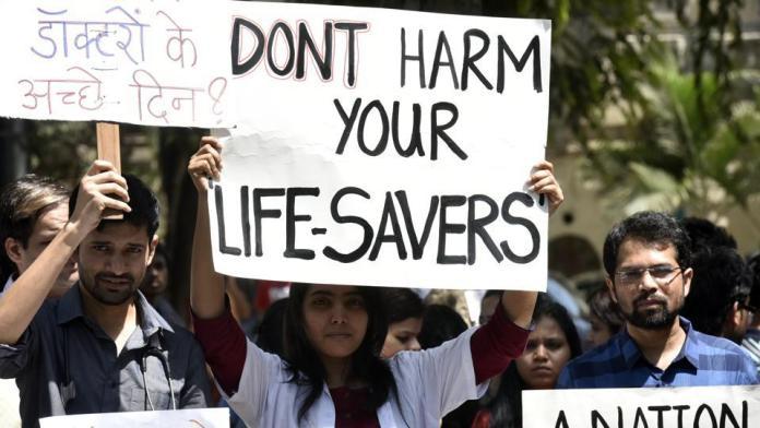 बंगाल में डॉक्टरों की हड़ताल