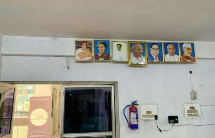 उर्दू कार्यालय से हटाई तस्वीर