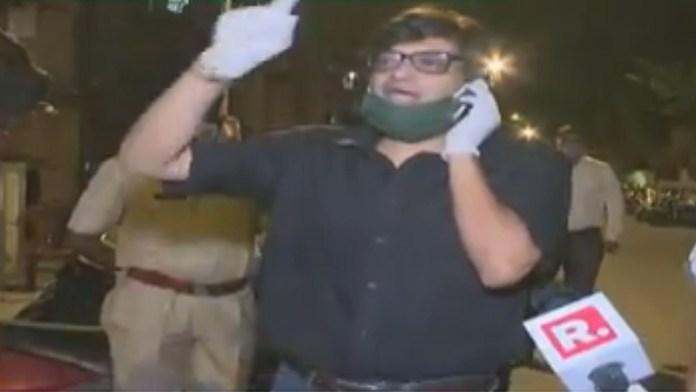 अर्नब मुंबई पुलिस पूछताछ