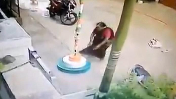 महिला, वीडियो, तिरंगा झंडा