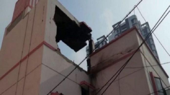 बेलघाट क्लब की टूटी छत