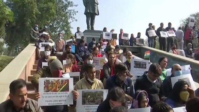 दिल्ली पुलिस, परिजनों, हिंसा