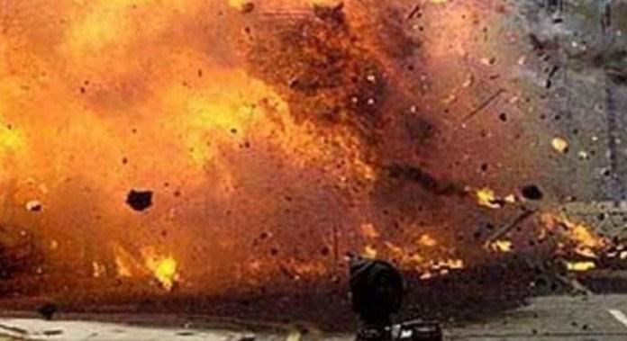 पिता ने पुत्र पर फेंका बम