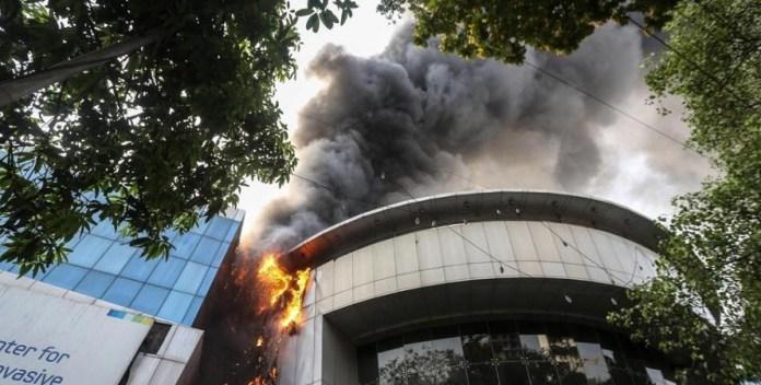 मुंबई, मॉल, आग